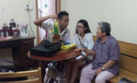 Our Wing Lung volunteer team showed their care to the elderly through the visit.