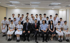 Mr. Derek Chung (4th from left, front row), Assistant General Manager of the Bank, took a photo with participated teachers and students.