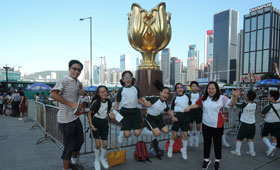 Volunteers and students visited various landmarks in Hong Kong.