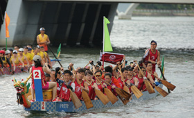 With vibrant team spirit, CMB Wing Lung Dragon Boat Team has successfully completed the 2 races in the 2016 Sha Tin Dragon Boat Race.