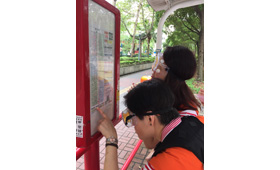 Volunteers have challenged themselves through a series of indoor and outdoor games like picking up dispersed mahjong from the ground, crossing the road and searching for bus routes, with the volunteers dressed up in the elderly simulation suit.
